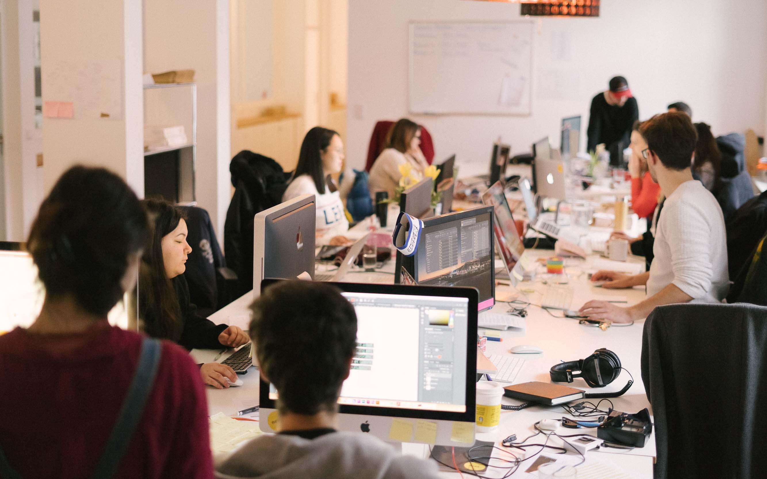 In unserem engagierten Team konzentrieren wir, die Social-Media-Marketing-Agentur next im Frankfurter Bahnhofsviertel, uns während der Arbeit.
